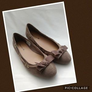 NWOT American Eagle Taupe Flat Shoes Size 9.5